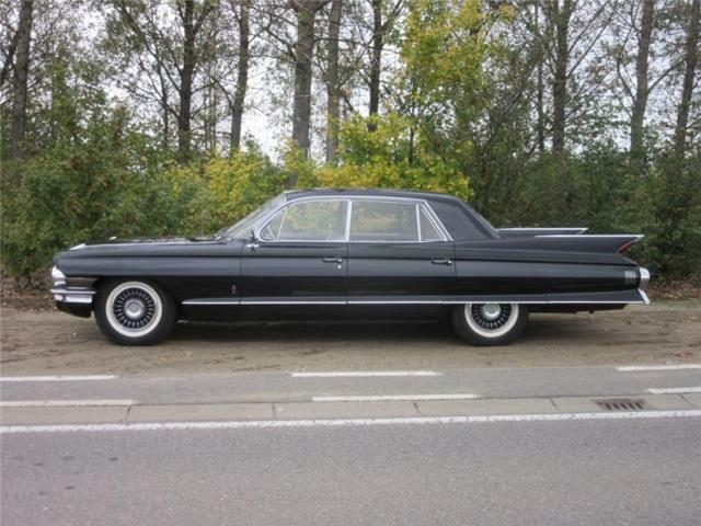 Cadillac Fleetwood Sixty Special - Shiny and Black